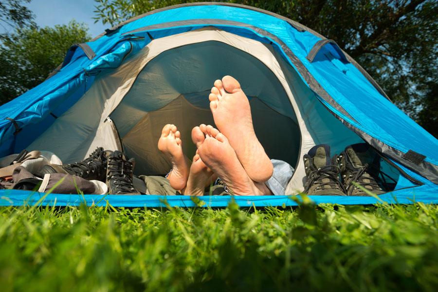 Det er tillatt å overnatte i telt på Furøya – maksimalt to netter på rad.