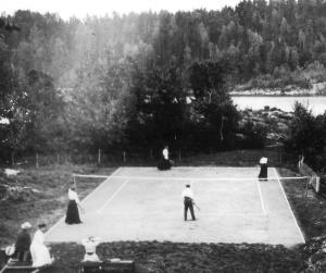 Tennisbanen slik den så ut i 1906