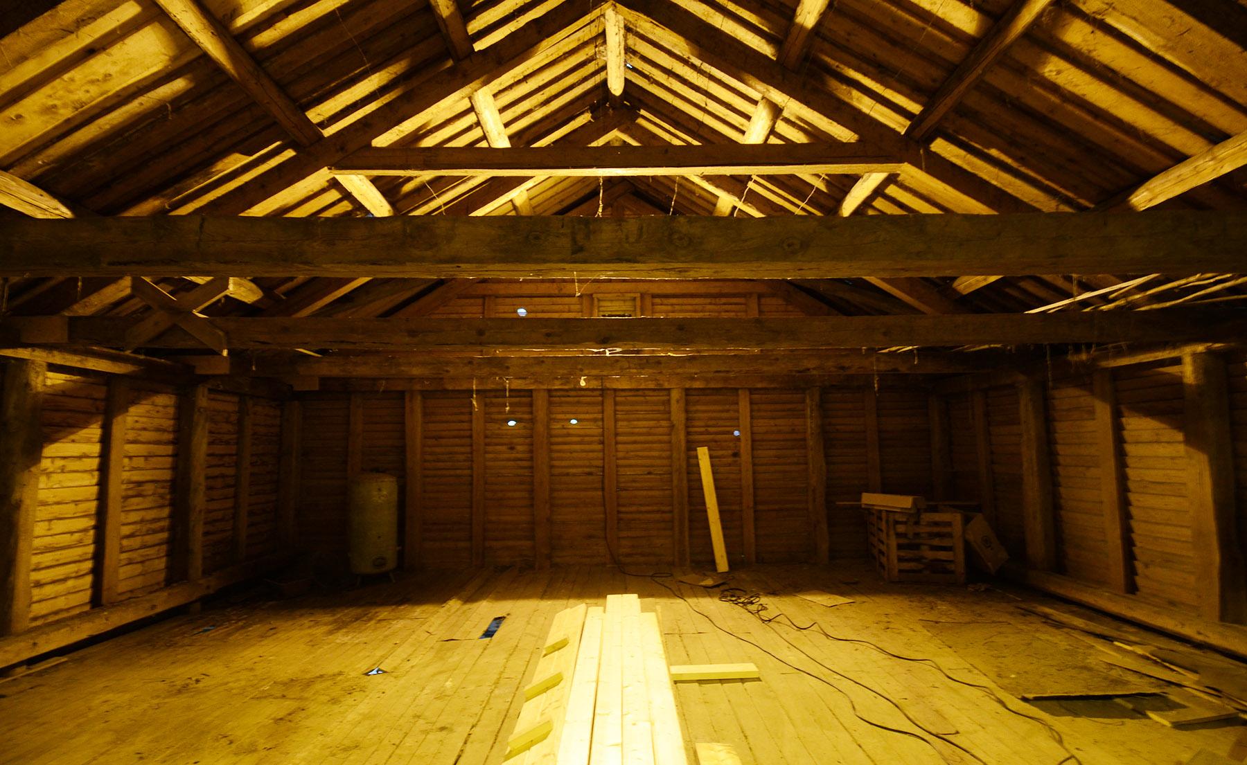 Festsal eller kunstgalleri? Ja, det vil fremtiden vise. Mulighetene er store når arealene er så romslige som de framstår når vegger er revet og romma er åpnet opp i sin fulle lengde og bredde.